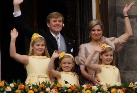 Willem-Alexander,_Maxima_and_their_daughters_2013
