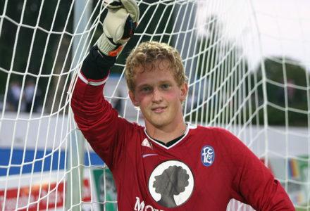 Der 4. Torwart des 1. FC Nürnberg schaut aus als wäre er 12.